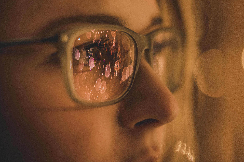 Ti Capita Mai Di Vedere Piccole Macchie O Puntini Davanti Agli Occhi Lama Optical